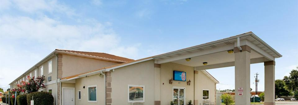Motel 6 Hinesville GA Featured Image