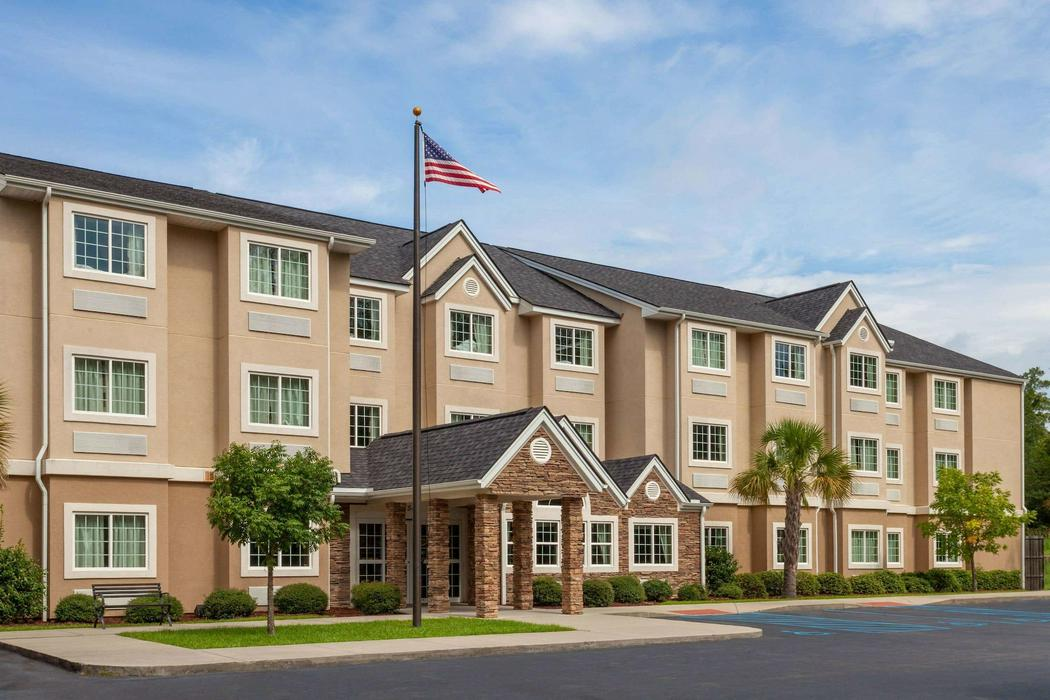 Microtel Inn & Suites by Wyndham Columbia/At Fort Jackson ...