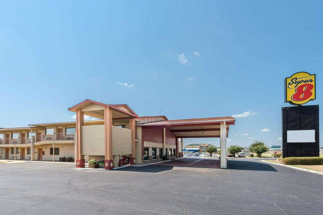 woodway chat rooms There are 31 pet friendly hotels in waco, tx extended stay america waco woodway allows one pet of try changing your search options to find available rooms.