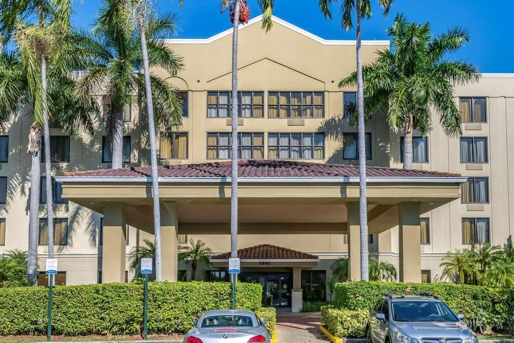 Comfort Suites Miami - Kendall - ReservationDesk.com